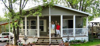 DOWN-SIZE to Luxury, A Florida, Arizonia style Community!